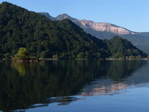 磐梯と秋元湖