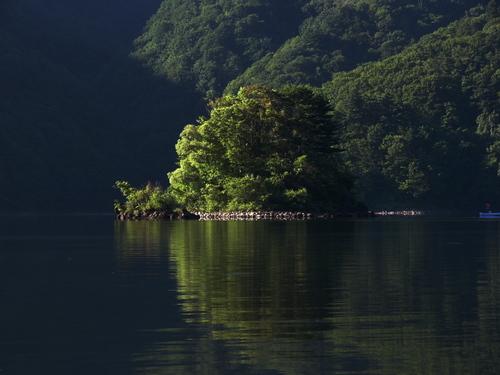 夏休み 早朝の秋元湖